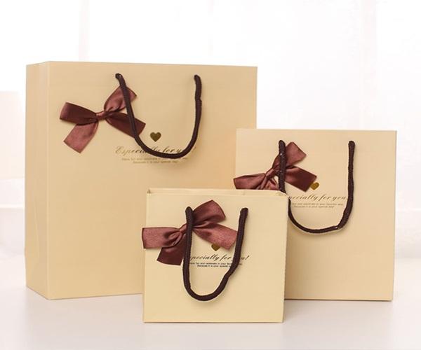 Top 25 mẫu túi giấy đựng quà ấn tượng dành cho các doanh nghiệp