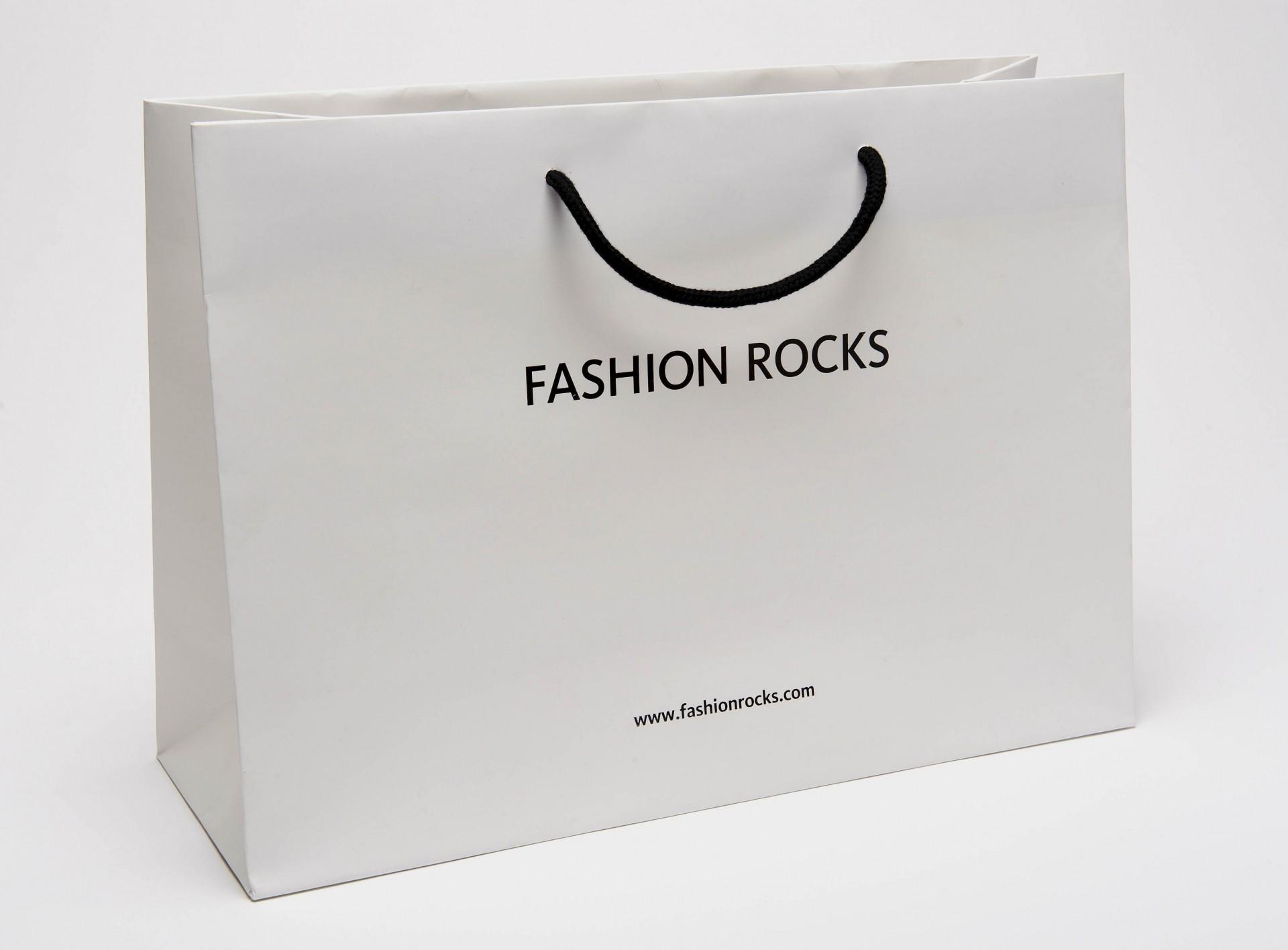 Top 50 mẫu túi giấy đựng quần áo đang được các tín đồ mua sắm ưa chuộng nhất